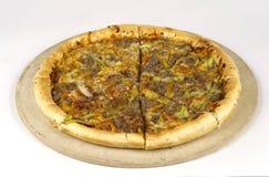Pizza op een houten raad Royalty-vrije Stock Afbeelding