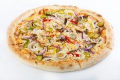 Pizza originale classica italiana fresca isolata su fondo bianco fotografia stock