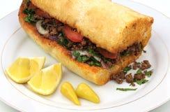Pizza ou lahmacun tradicional do turco cuisine imagem de stock royalty free