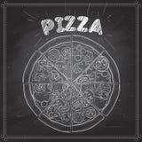 Pizza på ett svart bräde Arkivfoto