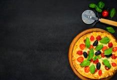Pizza på kopieringsutrymme royaltyfria foton
