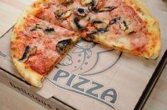 Pizza para llevar foto de archivo
