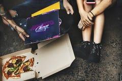 Pizza partageant l'escroquerie de disque vinyle de la Communauté d'amitié d'unité Photographie stock libre de droits