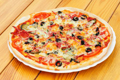 Pizza with pepperoni, black olives and corn Royalty Free Stock Photography