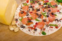 Pizza with pepperoni and vegetables Royalty Free Stock Photography