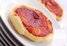 Pizza pequena simples (pizzette) Imagens de Stock