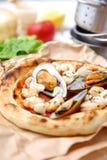 Pizza pescatore Stockfotografie