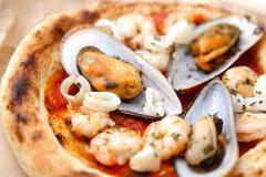 Pizza pescatore Stockbild