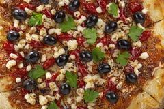 Pizza, Pizzascheibenoliven, Freunde Hauptbier, Pizzaspitze, Draufsicht des Pizzamehls, Pizzascheibenwinkel, Draufsicht der Pizzas stockfotografie