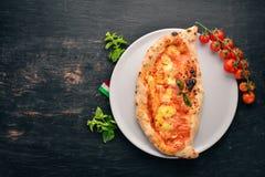 Pizza Plato tradicional italiano foto de archivo libre de regalías