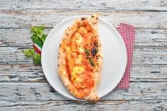 Pizza Plato tradicional italiano fotografía de archivo libre de regalías