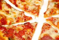 pizza pokrajać obraz royalty free