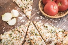 Pizza, pomidory i cebule, Obraz Stock