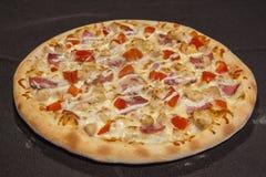 pizza, prato principal Imagens de Stock
