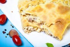 Pizza preparada com queijo smelted Foco seletivo toned Fotografia de Stock Royalty Free