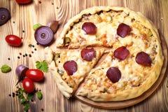Pizza preparada com queijo smelted toned Imagem de Stock