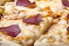 Pizza preparada con queso fundido Foco selectivo Fotografía de archivo libre de regalías