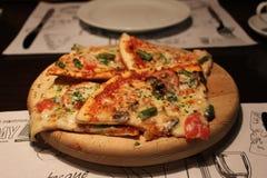 Pizza profunda del plato Imágenes de archivo libres de regalías