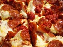 Pizza profunda del plato Fotos de archivo libres de regalías