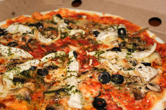 Pizza profunda do prato imagem de stock royalty free