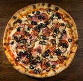 Pizza Prosciutto e Funghi Royalty-vrije Stock Afbeelding