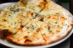 Pizza Quattro Formaggi stockbild