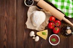 Pizza que cocina los ingredientes Foto de archivo libre de regalías