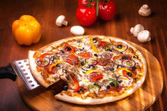Pizza quente imagem de stock