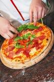 Pizza recién hecha Imagen de archivo