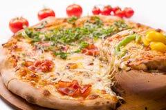Pizza recientemente cocida al horno Fotografía de archivo libre de regalías