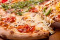 Pizza recientemente cocida al horno Imagen de archivo libre de regalías