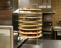 Pizza's in Rek (Nadruk op pizza's) royalty-vrije stock afbeeldingen