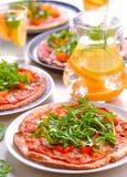 Pizza's van de oven de verse veganist stock foto
