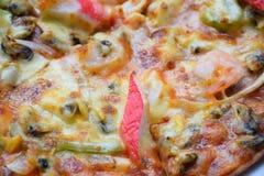 Pizza sabrosa, pizza de los mariscos, pizza con los mariscos, pizza con los mariscos Foto de archivo