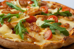 Pizza saine italienne de poulet Photo stock