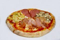 Pizza 4 saisons d'isolement Images libres de droits