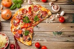 Pizza saporita fotografie stock libere da diritti