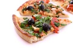 Pizza saporita con le olive isolate Immagine Stock Libera da Diritti
