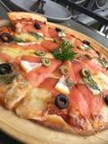 Pizza saumonée fumée Photos stock
