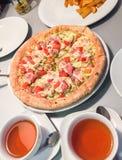 Pizza savoureuse Photo stock