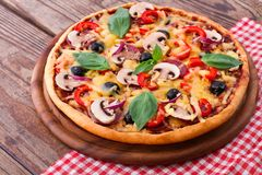 Pizza with seafood on wood table Royalty Free Stock Photos