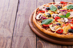 Pizza with seafood on wood table Royalty Free Stock Photography