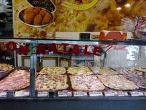 Pizza shoppar i Rome Arkivbild