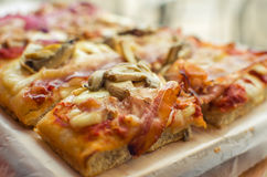 pizza chopping board Royalty Free Stock Images