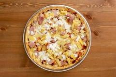 Pizza sottile hawaiana della crosta Fotografia Stock