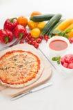 Pizza sottile originale italiana della crosta Fotografia Stock