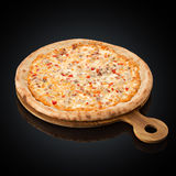 Pizza Spicy, spicy sauce, mozzarella, bacon, chicken, bell peppers, Parmesan Royalty Free Stock Photos