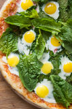 Pizza with spinach and eggs Stock Photography