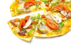 Pizza sur le fond blanc images libres de droits