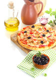 Pizza surrounded by the ingredients Royalty Free Stock Images